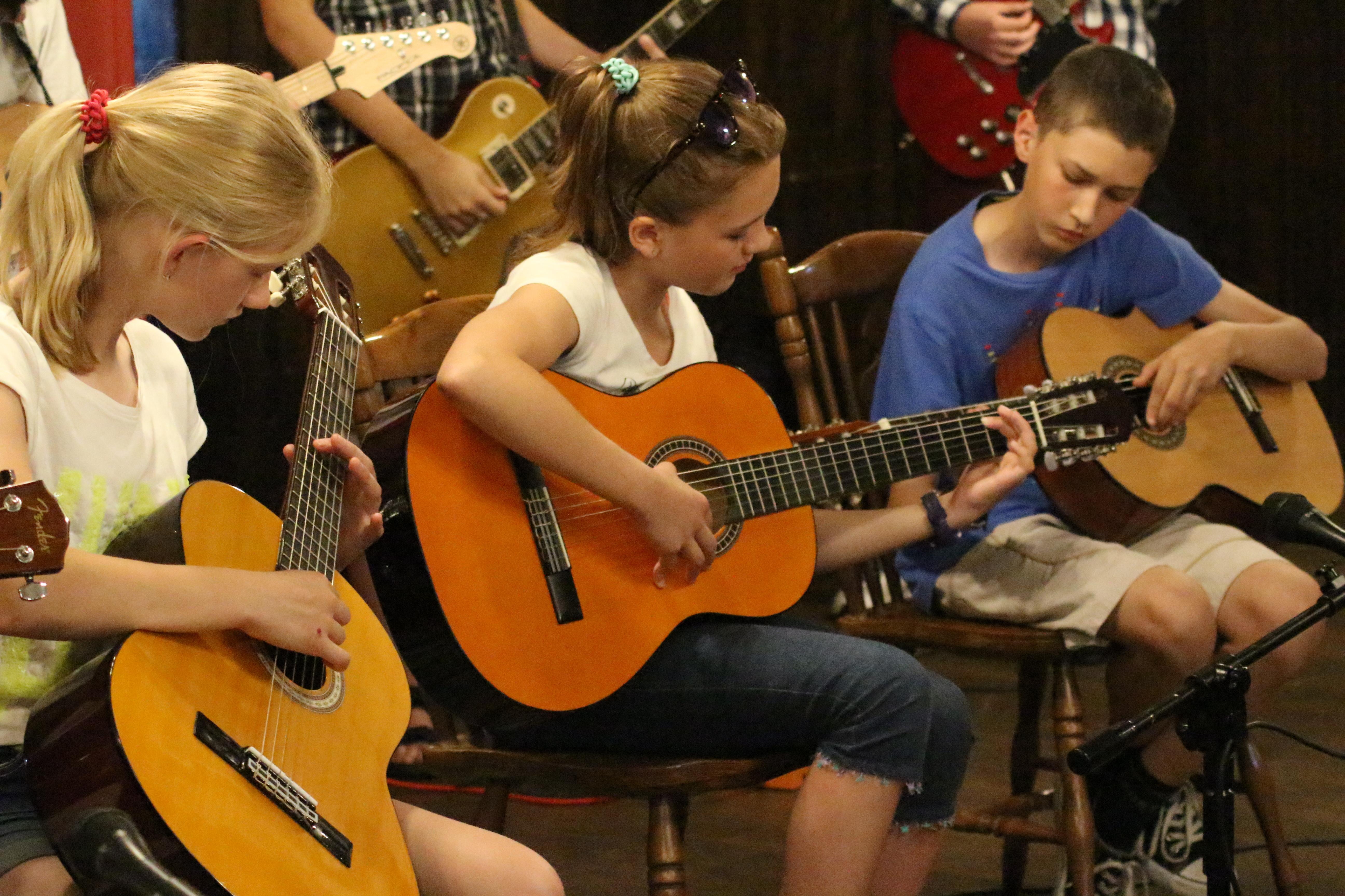 Gitara – NOWE GODZINY PONIEDZIAŁEK ZBIERAMY ZAPISY